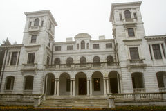 Swannanoa Palace in fog Royalty Free Stock Photos