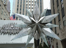 Swarovski Crystal Boutique med Swarovsky Crystal Star på den Rockefeller mitten i Manhattan Royaltyfria Foton