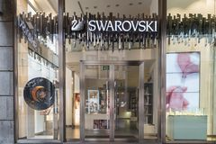 Swarovski shoppar i ett exklusivt område av Milan, begrepp av lyx, shopping, kvalitet och gjort i Österrike Arkivbilder