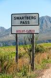 Swartberg passerar undertecknar Arkivfoto