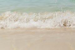 Swash волны моря на пляже песка стоковое фото rf