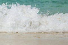 Swash волны моря на пляже песка стоковая фотография rf
