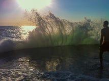 Swash maravilloso del mar adriático de Montenegro en puesta del sol Foto de archivo libre de regalías