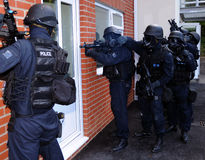 Police SWAT house entry Royalty Free Stock Images