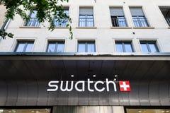 Swatch λογότυπο στο mainstore του εμπορικού σήματος στη Γενεύη Swatch είναι ένας από τους διασημότερους κατασκευαστές ρολογιών στ Στοκ Φωτογραφία