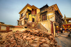 Swayambhunath寺庙在大地震以后损坏了在Kathm 库存图片