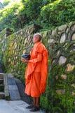 swayambhunath的,加德满都尼泊尔修士 库存照片