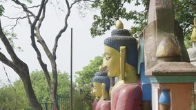 Статуя Будды в виске Swayambhunath Висок обезьяны в Катманду, Непале сток-видео