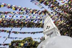 Swayambhunath der Affe-Tempel in Kathmandu mit den Flaggen im Wind Lizenzfreie Stockfotografie