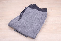 Sweatpants на деревянной предпосылке Стоковая Фотография RF