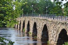 Sweden's arqueó lo más de largo posible el puente de piedra Ostra Bron en Karlstad imagen de archivo libre de regalías