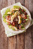 Swedish salad with fried bacon, green apple and goat cheese. ver Royalty Free Stock Photos