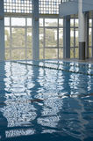 sweeming的室内游泳池 免版税库存图片