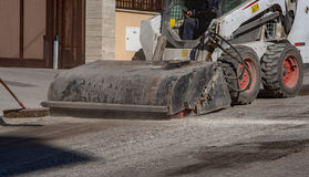 The sweeper sweeps, collects and dumps dirt Royalty Free Stock Photography