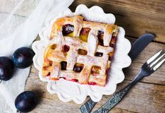 Sweet fruit pie with sugar on a tray Royalty Free Stock Photography