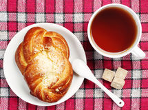 Sweet bun and cup of tea Royalty Free Stock Photography