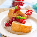 Sweet cake. Poundcake with fresh red currants Royalty Free Stock Photos