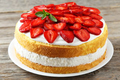 Sweet cake with strawberries Royalty Free Stock Photography