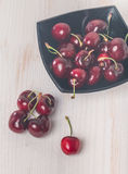 Sweet cherries in black bowl Royalty Free Stock Photography