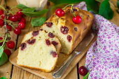 Sweet cherry cake with fresh cherries. For dessert Royalty Free Stock Photos