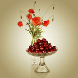 Sweet cherry in vase Royalty Free Stock Photography