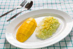 Sweet coconut sticky rice with mango (Khao niao mamuang) Royalty Free Stock Photography