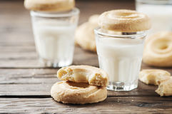 Sweet cookie and milk on the vintage table Royalty Free Stock Photos