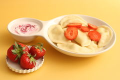 Sweet dumplings with cottage cheese and strawberries Royalty Free Stock Photos
