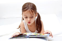Sweet little girl reading a book Royalty Free Stock Images