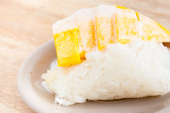 Sweet mango with sticky rice Royalty Free Stock Images