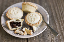 A sweet mince pie, a traditional rich festive food, on a plate w Stock Photography