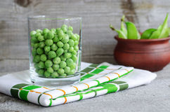 Sweet organic green peas Royalty Free Stock Images
