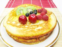 Sweet pancake with fruits Royalty Free Stock Images