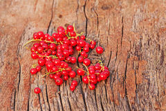 Sweet, red currant on wooden background. Royalty Free Stock Photos