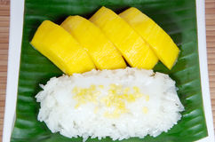 Sweet sticky rice with mango, Thai dessert. Royalty Free Stock Photography