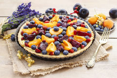 Sweet tart with peaches, plums and blueberries Royalty Free Stock Images
