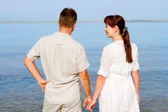 Sweethearts looking at the sea Royalty Free Stock Photos