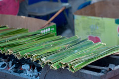 Sweetmeat som göras av mjöl, kokosnöten och socker, Khanom jak Royaltyfri Bild