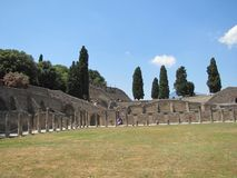 Sweltering άνοδοι θερμότητας πέρα από τις καταστροφές της Πομπηίας στην Ιταλία στοκ φωτογραφία με δικαίωμα ελεύθερης χρήσης