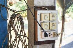 Swiches und Stromsockel mit Steckern Lizenzfreie Stockfotografie