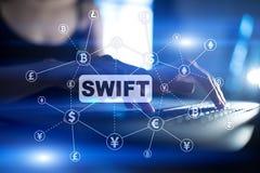 SWIFT, sociedad para las telecomunicaciones financieras interbancarias mundiales, el pago en l?nea y el concepto de regla financi imágenes de archivo libres de regalías