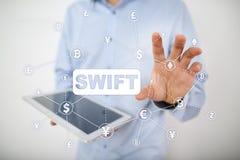 SWIFT, sociedad para las telecomunicaciones financieras interbancarias mundiales, el pago en l?nea y el concepto de regla financi fotos de archivo libres de regalías