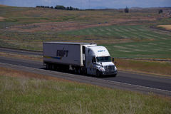 SWIFT Transportation Semi Truck / Freightliner Cascadia Royalty Free Stock Photos