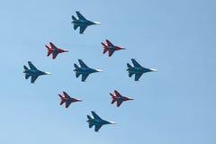 Swifts (Strizhi) und russische Ritter, Ansicht von unten Lizenzfreie Stockfotos