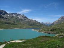 Swiis alpin meer stock foto