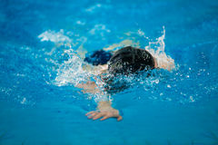 Swimmer swims Royalty Free Stock Photography