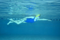 Swimming. Underwater picture of a young girl at a swimming class Royalty Free Stock Images