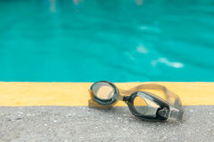 Swimming goggles and pool Royalty Free Stock Images