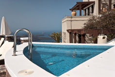 Swimming pool above Santorini Caldera Royalty Free Stock Photos