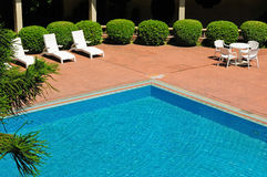 Swimming pool and chaise longues Stock Photography